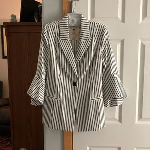 NWOT Cabi bell sleeve blazer